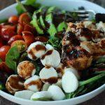 Kapreze salata sa piletinom i avokadom